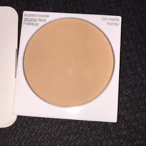 04 Matte Honey Clinique Superpowder Makeup